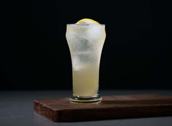 Tom Collins cocktail photo